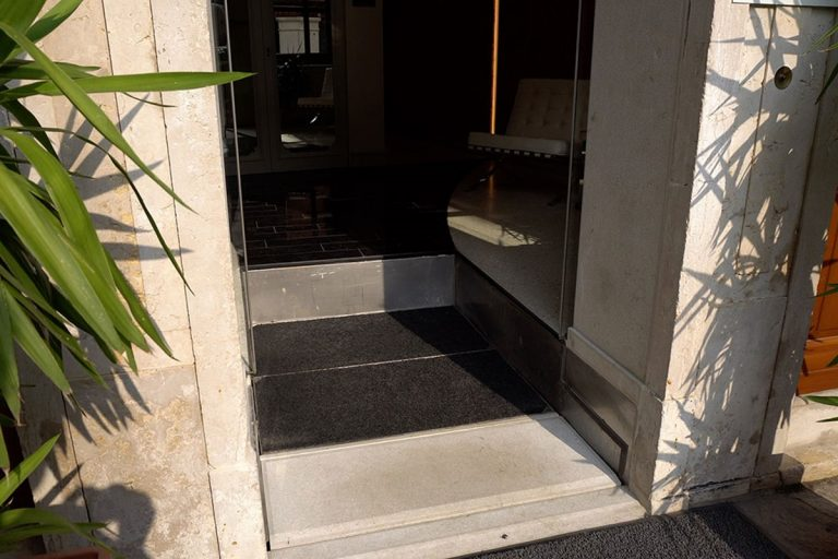 elevatore-a-gradino-hotel-02.jpg.ashx